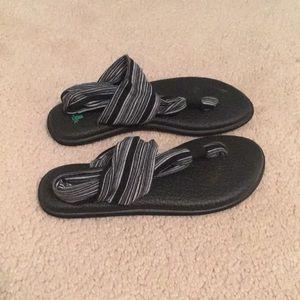 Sanuk sandal size 7/8